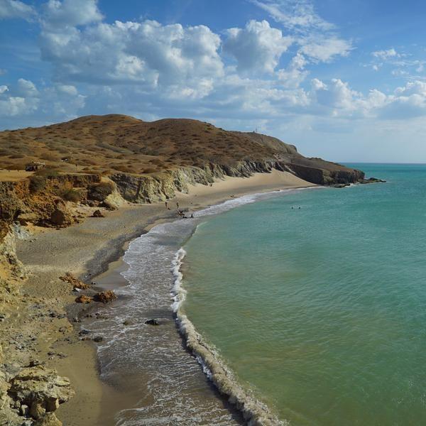 Aventura por la Guajira de #ColombiaesRealismoMágico nos ha traído hasta: El Cabo de la Vela. Vía: @mochilerostv #dulzamara