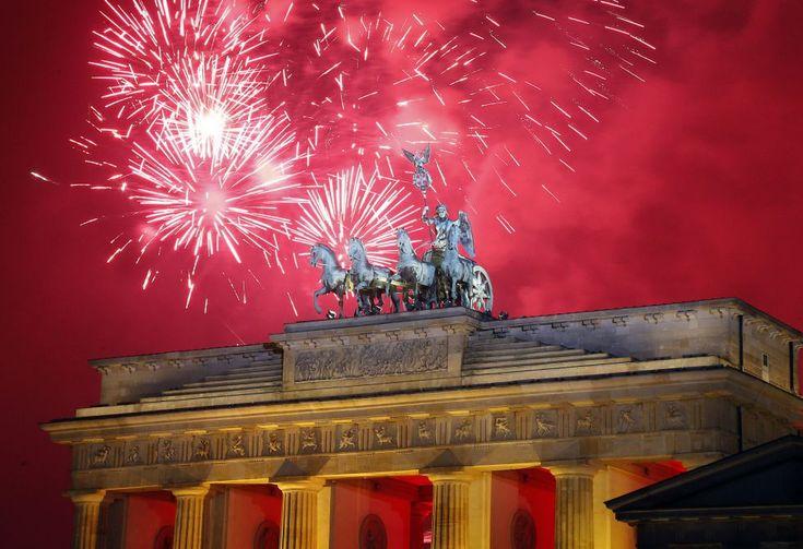 La celebración en la Puerta de Brandenburgo, Berlín, Alemania. | AP.