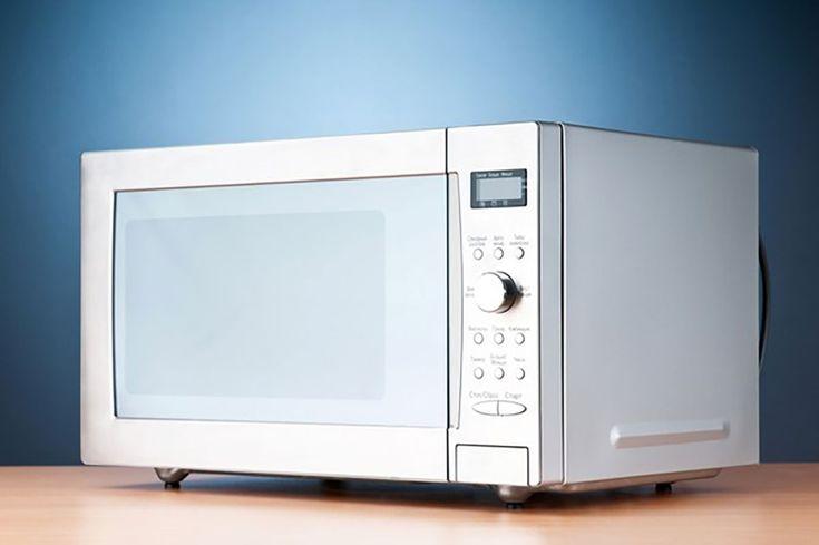 Primele cuptoare cu microunde au apărut în anii '50 ai secolului trecut. Acum acest aparat este prezent în fiecare casă sau oficiu și este folosit pentru încălzirea bucatelor. Însă cuptorul cu microunde este mai mult decât un aparat care vă ajută să încălziți mâncarea și să preparați floricele. Acest dispozitiv are o mulțime de utilizări …