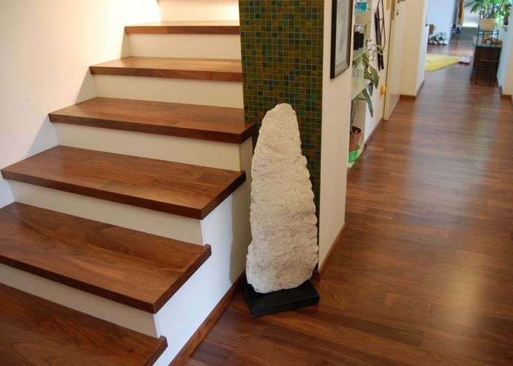 Las 25 mejores ideas sobre escalones de madera en for Como cerrar una escalera interior