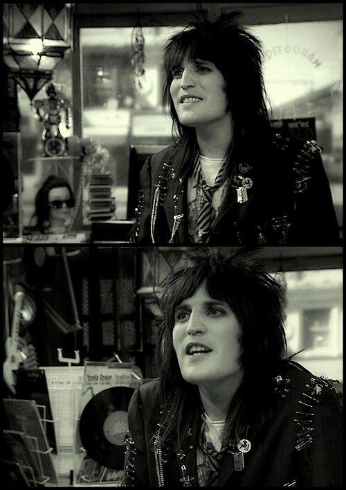 """He's so pretty... Vince Noir after he went """"punk"""", haha."""