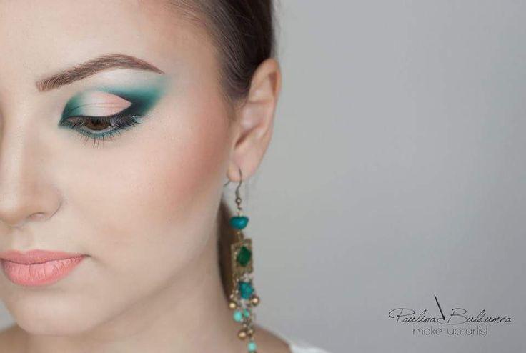 Green make-up tones, pencil technique makeup. Make-up artist, Atelier Paris Bucuresti Trainer: Paulina Buldumea. You can find more on my website: paulinabuldumea.com