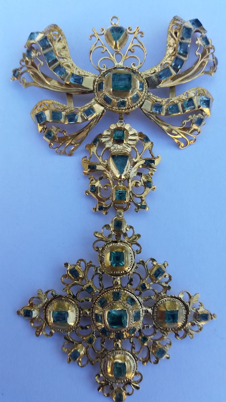 c1700-c1750 Spanish Bodice ornament. It has 72 emeralds set in gold.