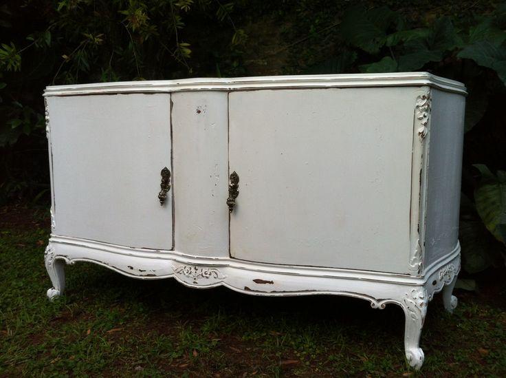 Vajillero bajo frances blanco decapado con tallas - Mueble blanco decapado ...