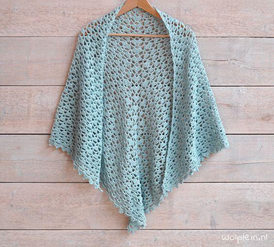 Kijk wat ik gevonden heb op Freubelweb.nl: een gratis patroon van Wolplein om deze prachtige sjaal te maken https://www.freubelweb.nl/freubel-zelf/zelf-maken-met-haakkatoen-sjaal/