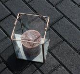 De stoere Betonstraatsteen: zeer geschikt voor opritten en terrassen. Een steen die nooit verveelt en die in iedere sfeer past.