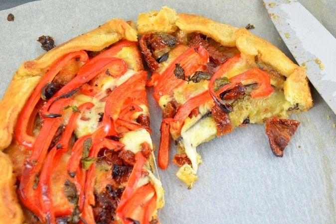 Crostata mit Auberginen, Paprika und zweierlei Käse