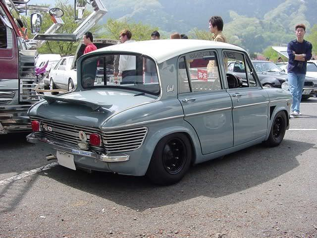 This little Mazda Carol is such an awesome little kei car, I definitely want one of these when I'm older!