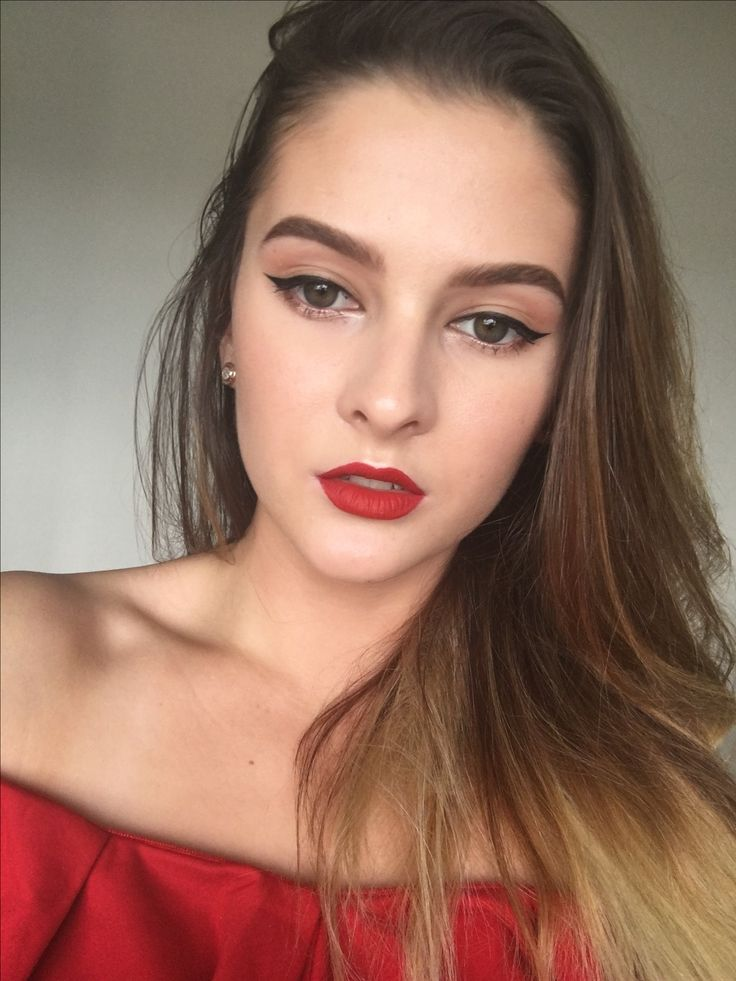 Red lips an wing liner