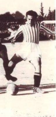 Δαρίβας Γιώργος. Πειραιά. (1927). Μέσος. Από το 1944-1958. (58 συμμετοχές 160 goals). Παρατσούκλι '' Λορέντσο ''.