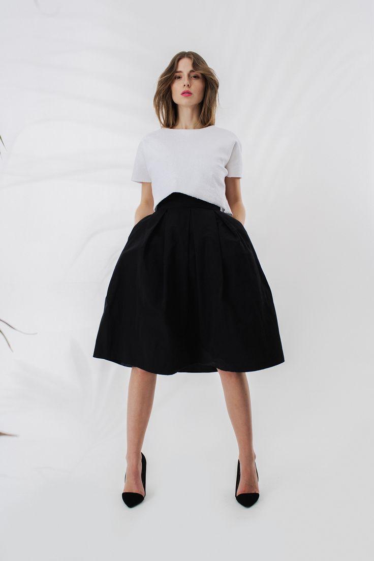 Crop top z wydłużonym tyłem + spódnica z kieszonkami midi