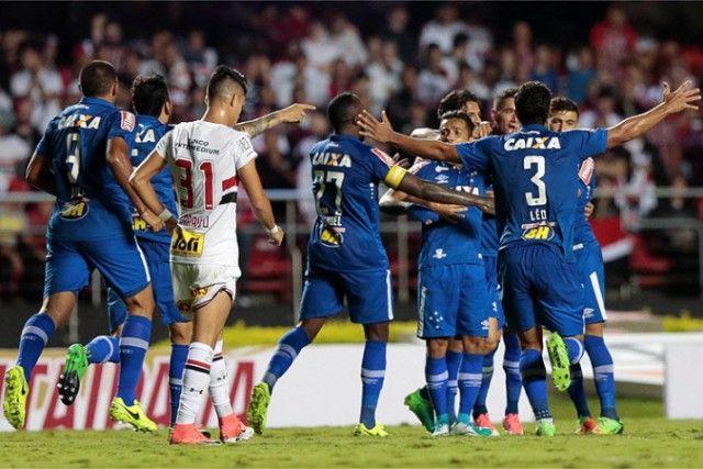 O imbatível Cruzeiro vence o São Paulo no Morumbi e abre boa vantagem na Copa do Brasil