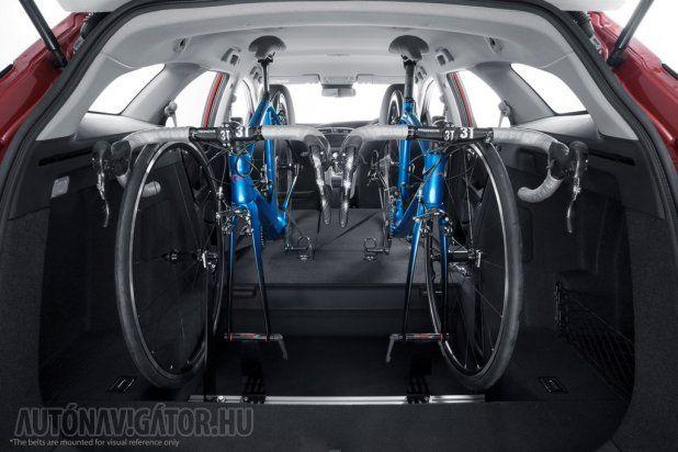 Két kerékpár szállítására alkalmasak a konzolok, több nem is férne a csomagterébe, így is csak a sofőrnek és egy utasnak marad hely