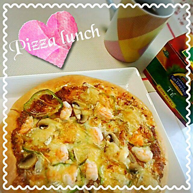 めぐぴょん's dish photo ピザでランチo     o | http://snapdish.co #SnapDish #レシピ #お昼ご飯 #ピザ #バジルソース #トマトソース