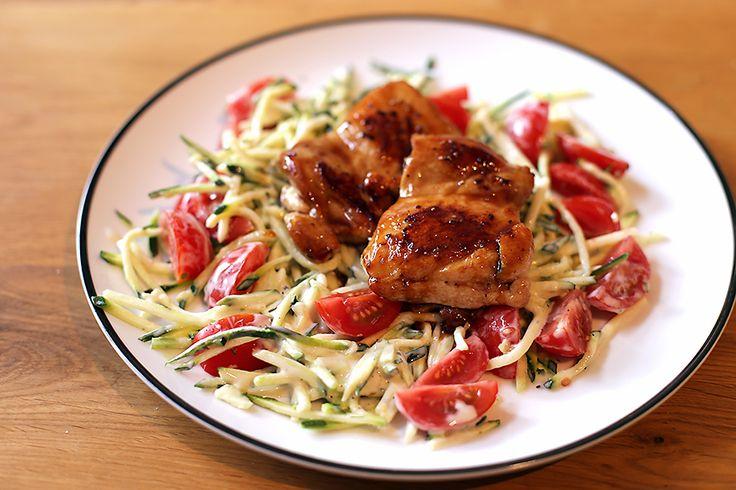 Een gezond en snel doordeweeks maaltje: courgetti met krokante kip. Ook ideaal zeker om voor één persoon te maken, als je lekker in je eentje kookt.
