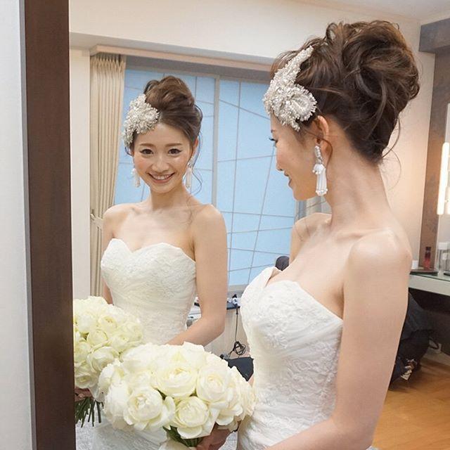 . . 名古屋観光ホテルに指名の . kaori さんの二次会は、ルーズ夜会巻きのアップ。 . 夜会巻きって、かっちりし過ぎないように作ると . 可愛らしくもプラスできるのです☺️ . @kaori4737 kaoriさん、 . よく似合ってました♡ . . #結婚式#美容師#髪型#ブライダル#ヘアアレンジ#ヘアアクセ#ヘアセット#プレ花嫁#セット#結婚#ハンドメイド#花嫁#編み込み#イヤリング#結婚式準備#前撮り#美容室#ヘアメイク#ウェディング#ヘアスタイル#アレンジ#写真#ブーケ#love#hairstyle#hairstyles#bridal#weddinghair#bridalhair#hairarrange
