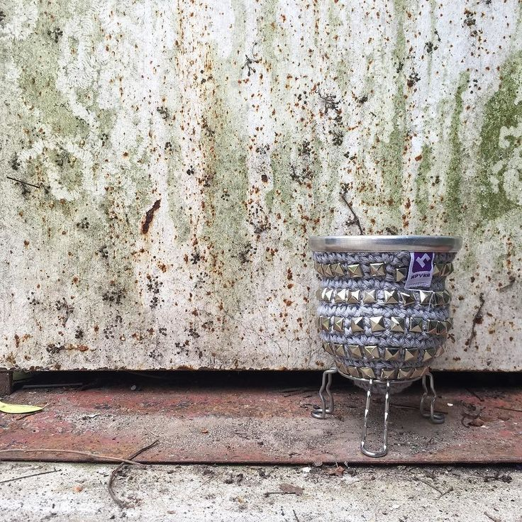 Este lunes pide #rock      #lunes #monday #mate #mates #tomamate #matecitos #rockstar #tachas #hilo #crochet #yarn #deco #decoracion #objetos #diseño #diseñodeinteriores #design #interiores #interiordesign #micocina #mykitchen #myhome #myhouse #knitting #knit #knittinglove#apykahome @apykastore