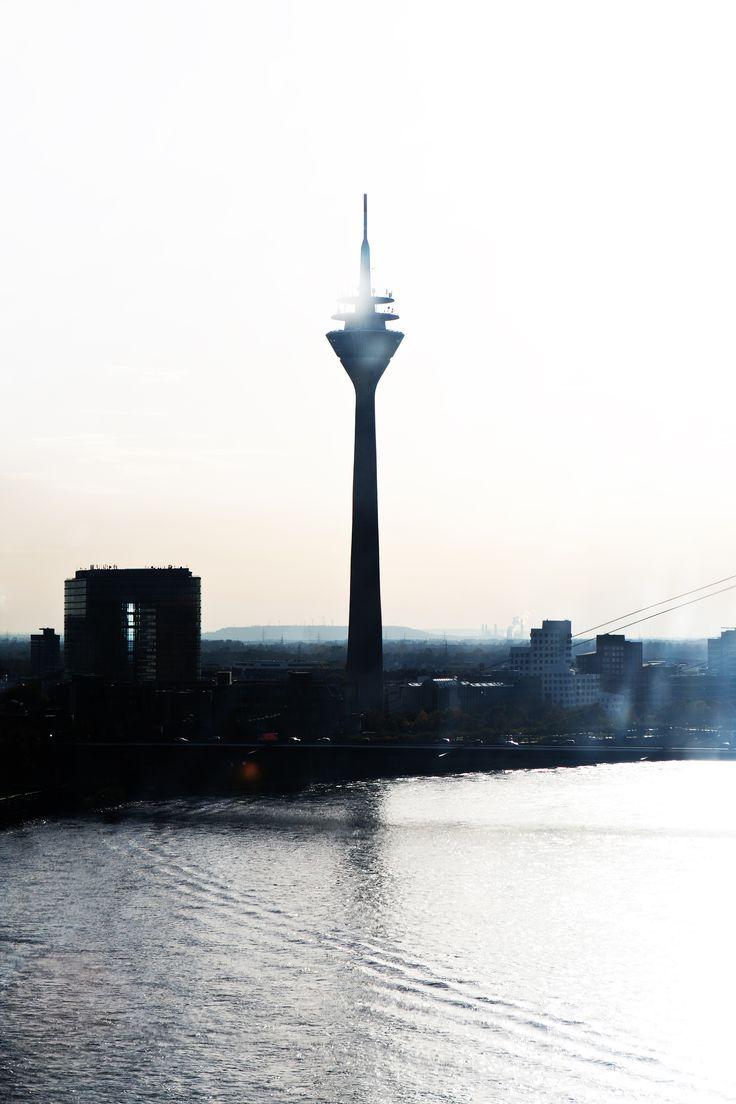 Rheinturm vom Riesenrad aus gesehen