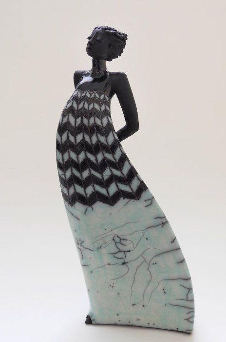 Skulptur Frau im neuen Kleid