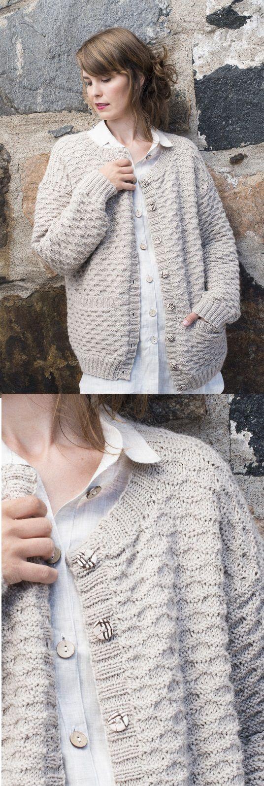 Padrão de tricô gratuito para um casaco de lã texturizado para mulheres