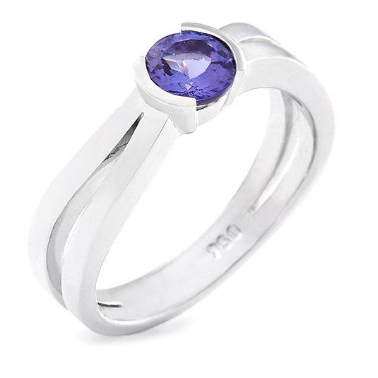 18 carat white gold tanzanite ring