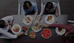 Gewinne mit Oswald und ein wenig Glück ein Gourmetpaket im Wert von von CHF 1'000.- für das perfekte Dinner mit Freunden! http://www.alle-schweizer-wettbewerbe.ch/gewinne-ein-dinner-gourmetpaket/