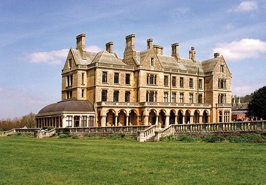 A stay in a beautiful 16th century mansion in the Warwickshire countryside, with a number of foodie offers available