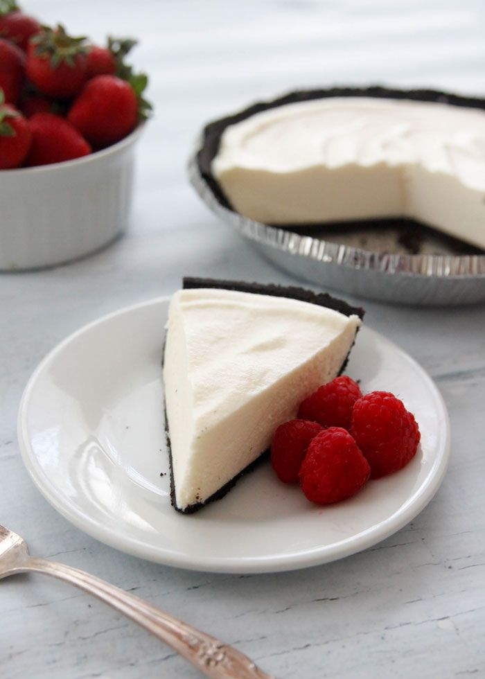No-Bake White Chocolate Velvet Pie-smooth white chocolate filling nestled in an Oreo crust!