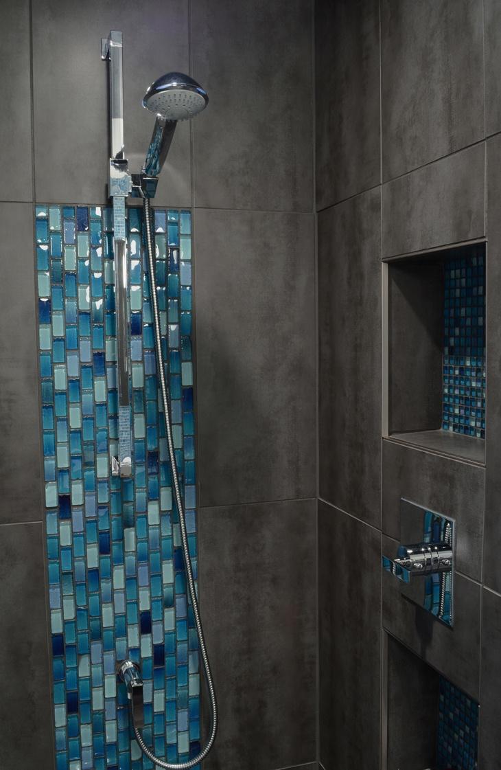 Aqua par Chantal Gingras, photographiée par Sylvain Plouffe / Aqua by Chantal Gingras, photographed by Sylvain Plouffe #soligo #ceramique #ceramic #mosaic #mosaique