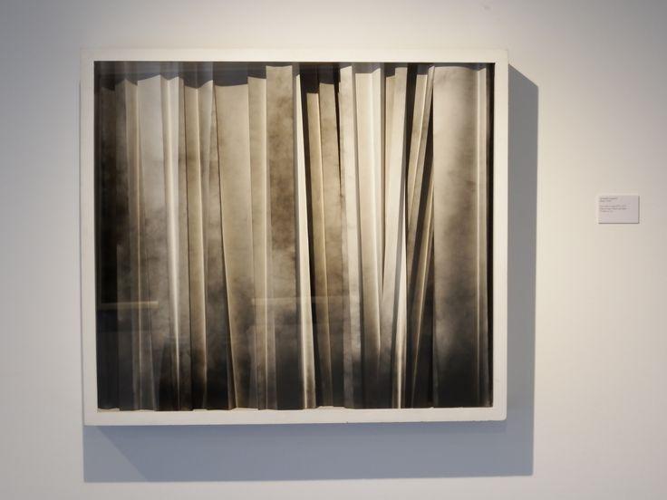 Alessandro Cannistrà, (Roma, 1975), Ecco come si spiega 0010, 2012, Fumo su carta / Rauch auf Papier, 75 x 85 x 15 cm
