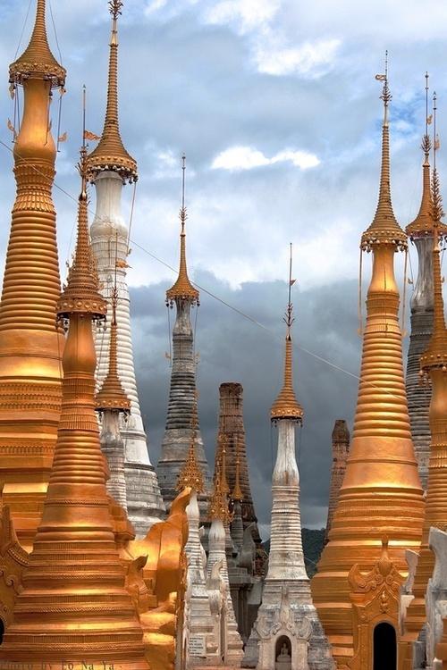 Pagodas in #Burma #Travel #Pagodas #Voyage