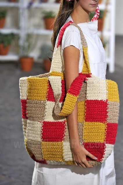 Crochet bag by Daniela Gregis - Ready-to-Wear - Runway Collection - Women Spring / Summer 2013 - for inspiration only