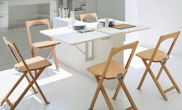 Удобный стол для маленькой кухни-столовой