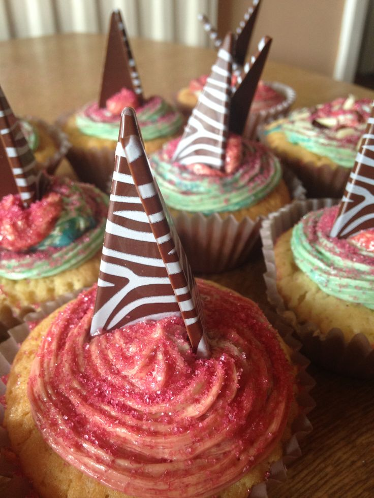 This is one of my favourite cupcakes i made, it has a chocolate triangle design on the top and has strawberry and mint sherbert on top.