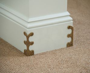 Skiffers  -  Corner protectors in solid brass castings designed to prevent damage to skirting boards and wall corners.