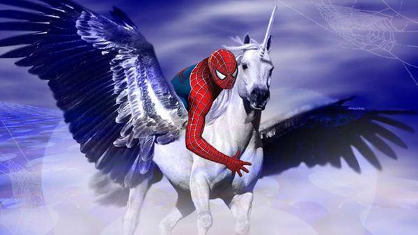 Här är en bild på Spindelmannen ridande på en flygande enhörning | Piruett