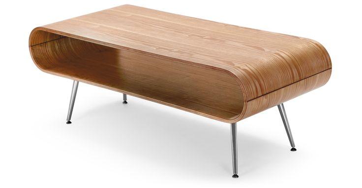 Der Hooper Couchtisch in Esche Natur mit praktischer Ablage bringt Retro-Style in jedes Zuhause.