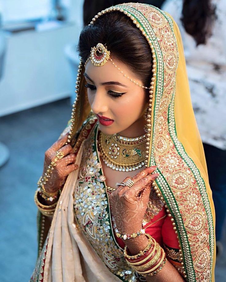 Bridal inspiration #Repost @asianweddingidea #Repost @aanalsavaliya Kind of a morning I would love to have back in life working with my fav buoy @rushankaf I usually before starting makeup ask my clients abt their makeup preferences give them suggestion abt how things wd look better combine both of us's choices and create her D-day's look. With this bride Janki as soon as I asked she was like do whtever u want to do just by ur choice and than this happened. On top of that @rushankaf my…