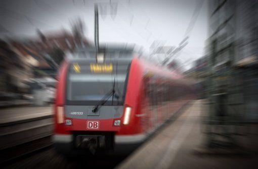 Der Bahnhof Vaihingen soll weiter ausgebaut werden. Foto: Lichtgut/Achim Zweygarth -  Nahverkehr in Stuttgart und der Region Regionalzüge halten bald auch am Bahnhof Vaihingen. Der Bahnhof in Vaihingen soll bis zum Jahr 2017 für Kosten in Höhe von rund fünf Millionen Euro zu einem attraktiven Regionalhalt ausgebaut werden. Für Pendler hat das mehrere Vorteile…