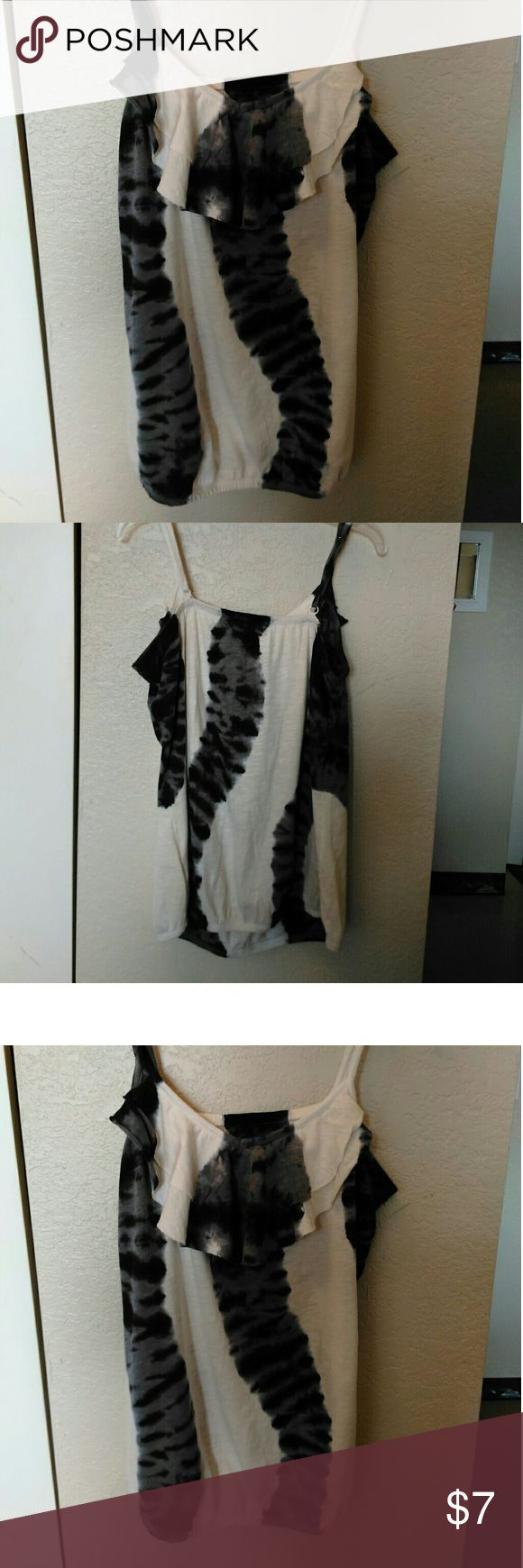 Ruff Hewn Cami Black/White Cami with ruffled scallop bib.   So cute for summer and also under blazer.   Size small.   Measurements are approximate. Ruff Hewn Tops Camisoles