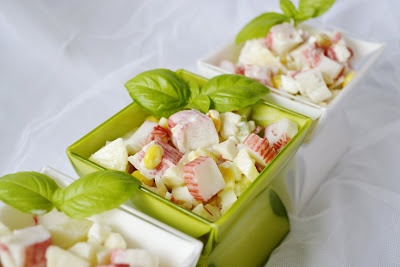 ... chute a vône mojej kuchyne...: Salat z krabich tyciniek - lahodny