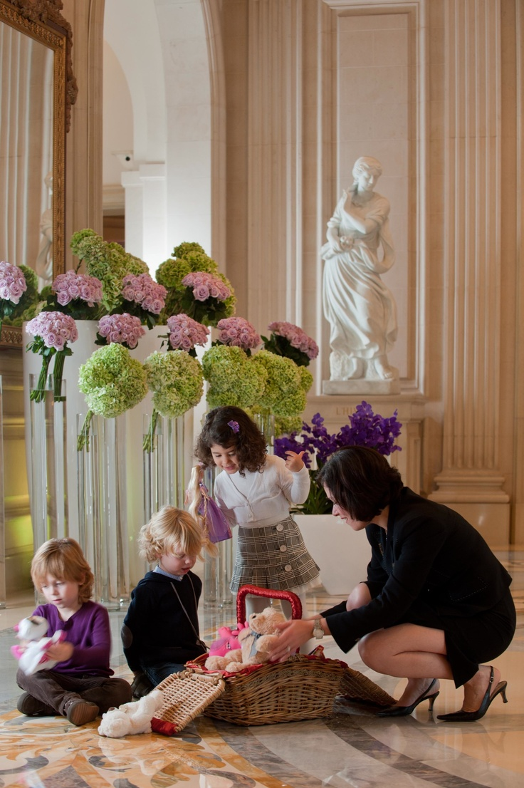 """the four seasons goes to paris essay Four seasons goes to paris: """"53 properties, 24 countries, 1 philosophy"""" group#2 november 27, 2005 four seasons hotel and resorts (fsh) always prided itself on being the choice for a luxury hotel experience."""