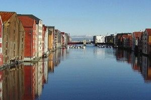 verso le case su palafitte di Trondheim