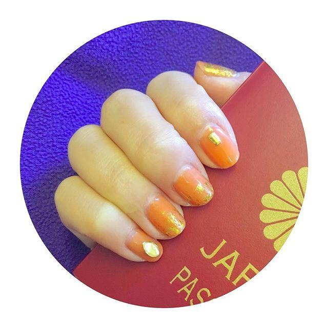 タイっぽさってなんだろとりあえず金色かなみたいなネイル #タイ航空 #セルフネイル #セルフネイル部