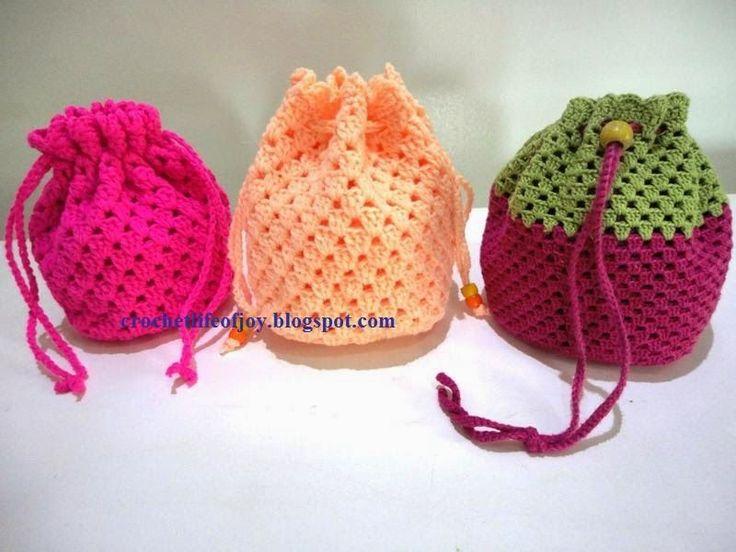 crochet crochet: granny square drawstring wristpurse