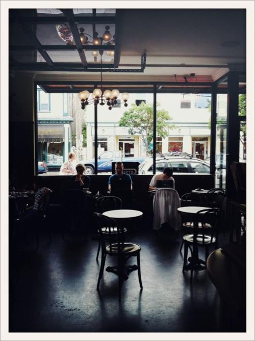 like HG coffee shop Barista at Portland, OR. (viabonnietsang)