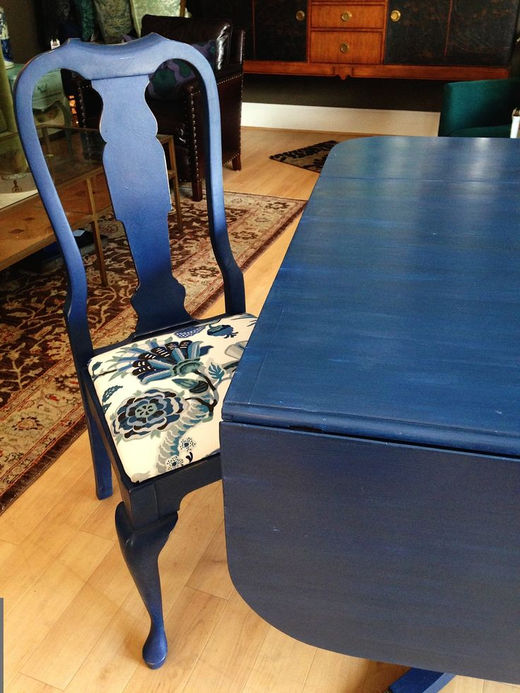 Dining Room Table & Chairs painted by Sisters Unique with Annie Sloan Chalk Paint®. Chairs were done in a 2 Color Distress technique with French Linen and Napoleonic Blue with a custom mix of Clear and Dark Wax. Table was painted with a combination of Greek Blue, French Linen, Napoleonic Blue, and Napoleonic Blue/Graphite Mix with Clear Wax.