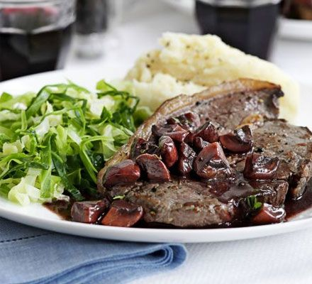 Make a restaurant-style sauce for your steak in 15 minutes - perfect with creamy mash
