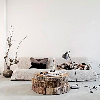 3 grote stukken hout als een tafel. Ontzettend leuk idee!