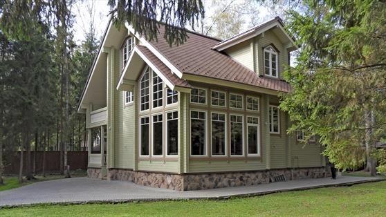 Деревянный дом в коттедном поселке Серебряный Бор по Киевскому шоссе
